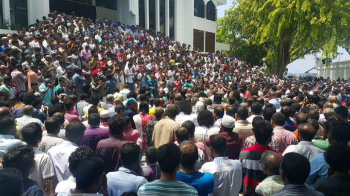 After incendiary sermon, thousands pray for Nasheed and Nazim's freedom